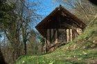 Majhne hiške iz lesa in blata, ki so bile prejšnjem stoletju skromno prebivališče številnih družinam.