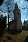 Cerkev je na vspetini nad arheološkim najdiščem Roven. Tu naj bi bila v železni dobi naselbina s tržnico. V bližini so bila najdišča železove rude. Razgled je številnim domačinom motivacija za vsakodnevni vspon iz doline.